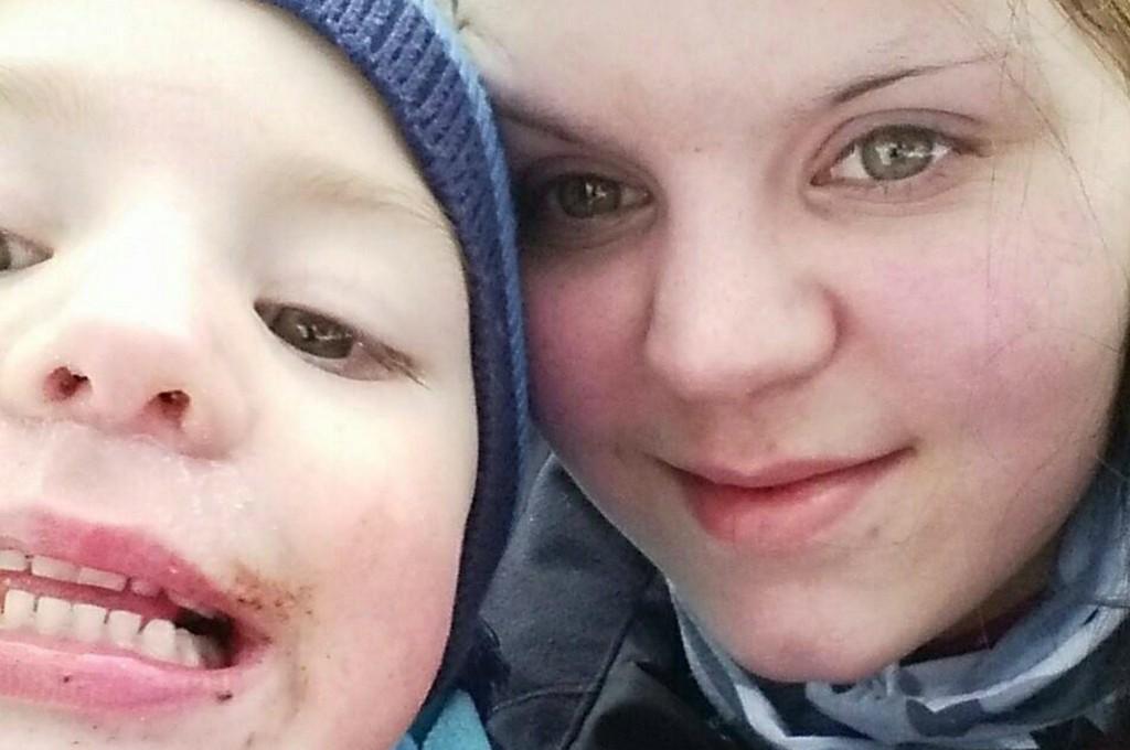 BOLIGJAKT: Tina Victoria Nilsen er på jakt til bolig med eget soverom til sønnen Lucas (4).