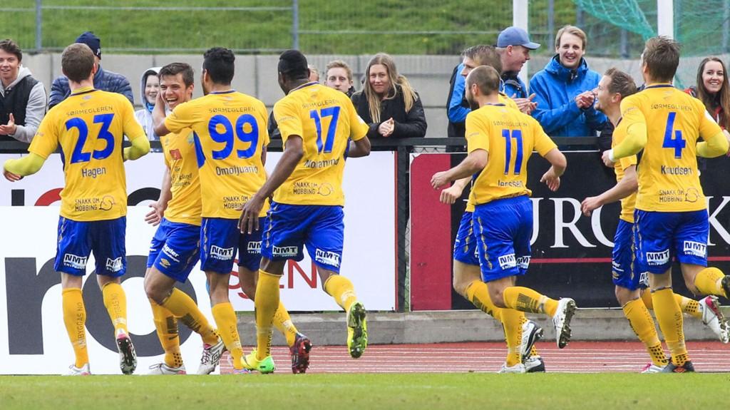 Jerv-spillerne jubler etter 1-0-scoringen mot Brann. Oppgjøret endte til slutt 2-2.