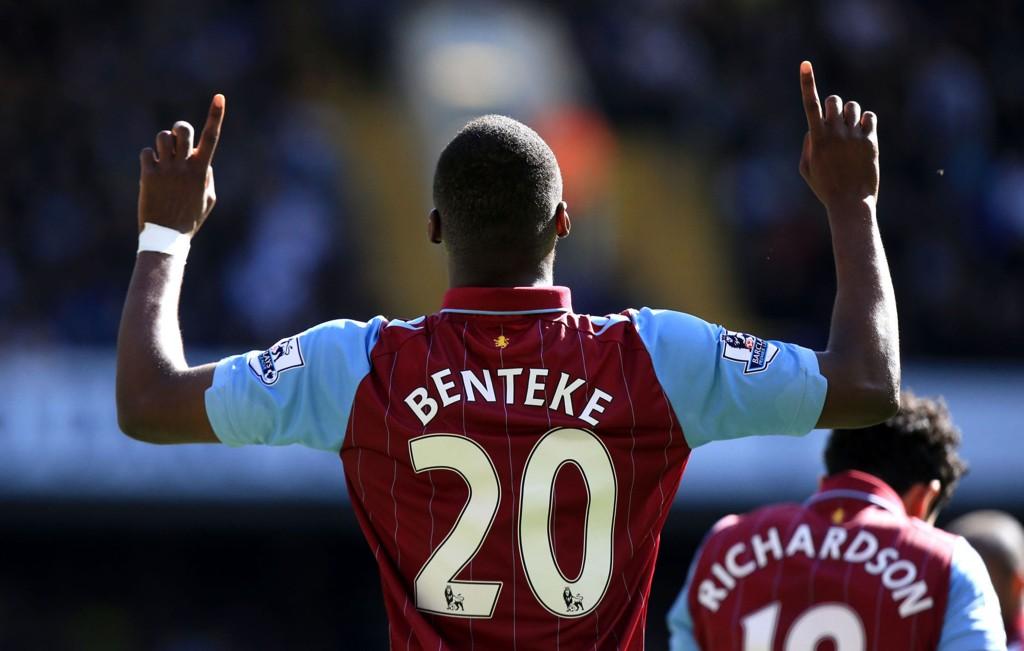 TRENGER HJELP: Christian Benteke og Aston Villa trenger poeng for å overleve.