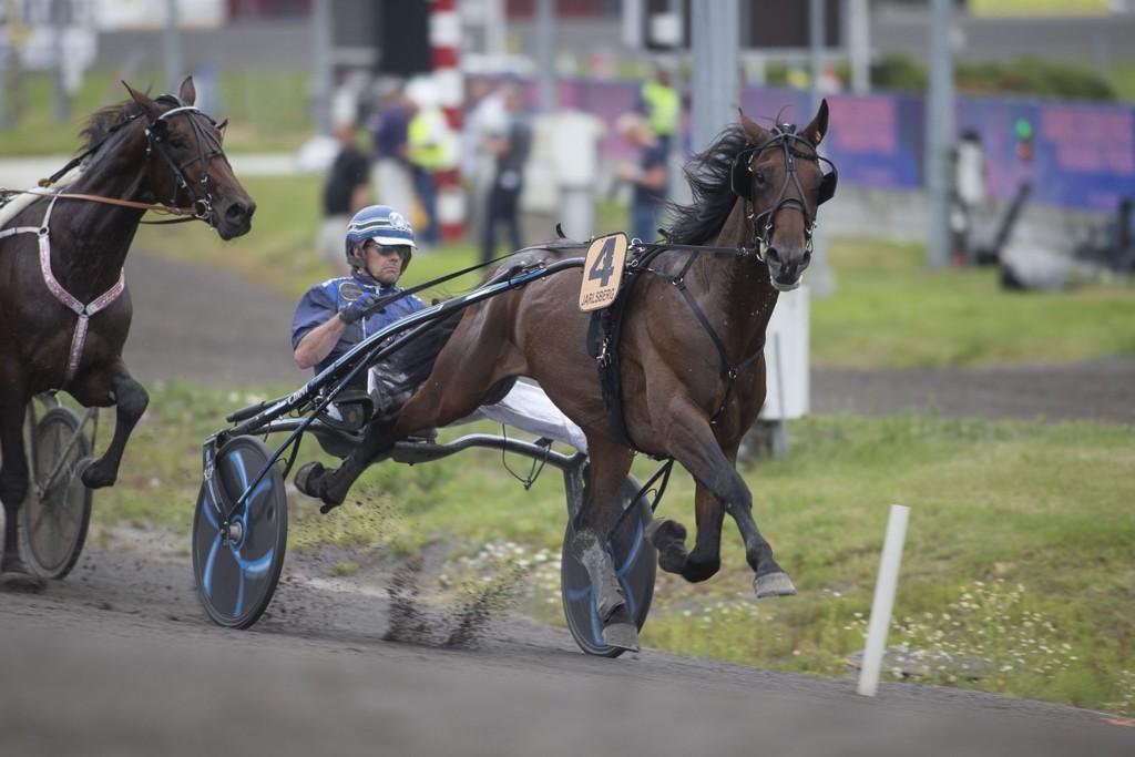 Tuomas Korvenoja, og Jontte Boy blir hardt betrodd i V64-5. foto_Roger Svalsr¿d_hesteguiden.com