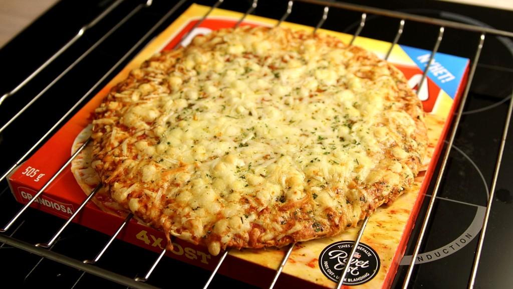 VI HAR SMAKT PÅ ny Grandiosa med fire forskjellige oster.