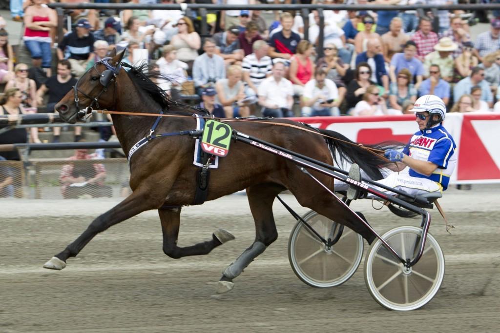 Jorma Kontio kjører vår banker på Solvalla. Foto Morten Skifjeld/Hesteguiden.com