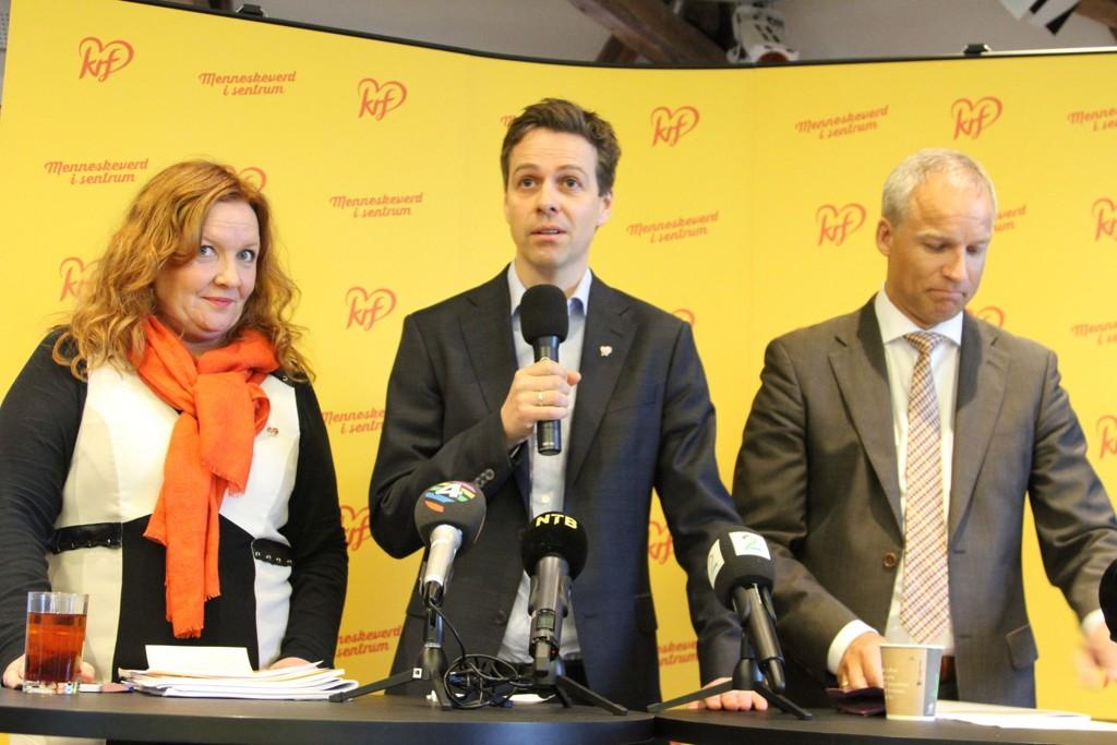 MOTBØR: KrF-ledelesen med nestleder Dagrun Eriksen, partileder Knut Arild Hareide og parlamentarisk leder Hans Olav Syvertsen vil ha flere flyktninger til Norge, men deres ordførere er ikke helt på lag.
