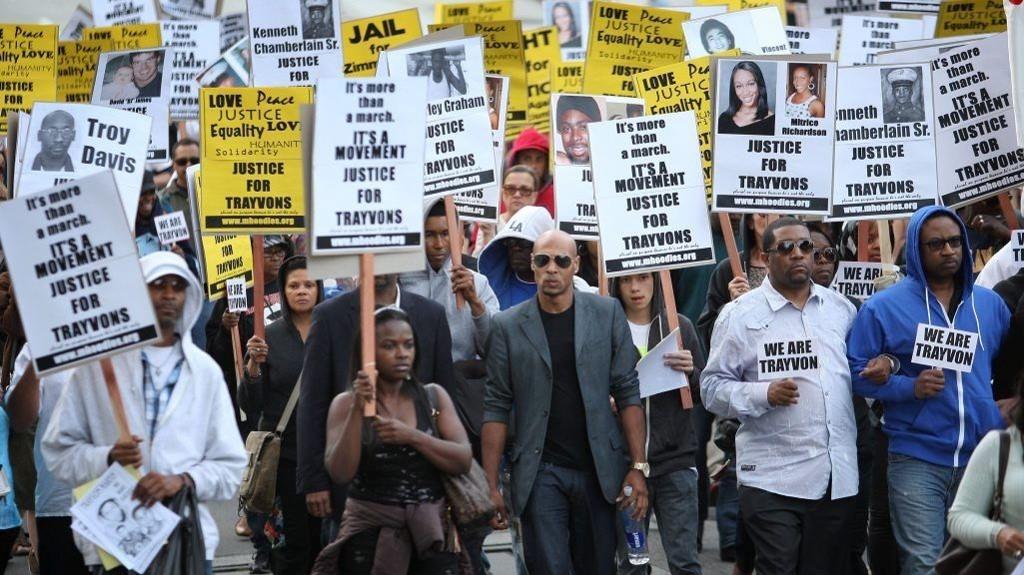 Amerikanere marsjerte for Trayvon Martin, og krevde rettferdighet. Mange reagerte sterkt da George Zimmermann ble frikjent.