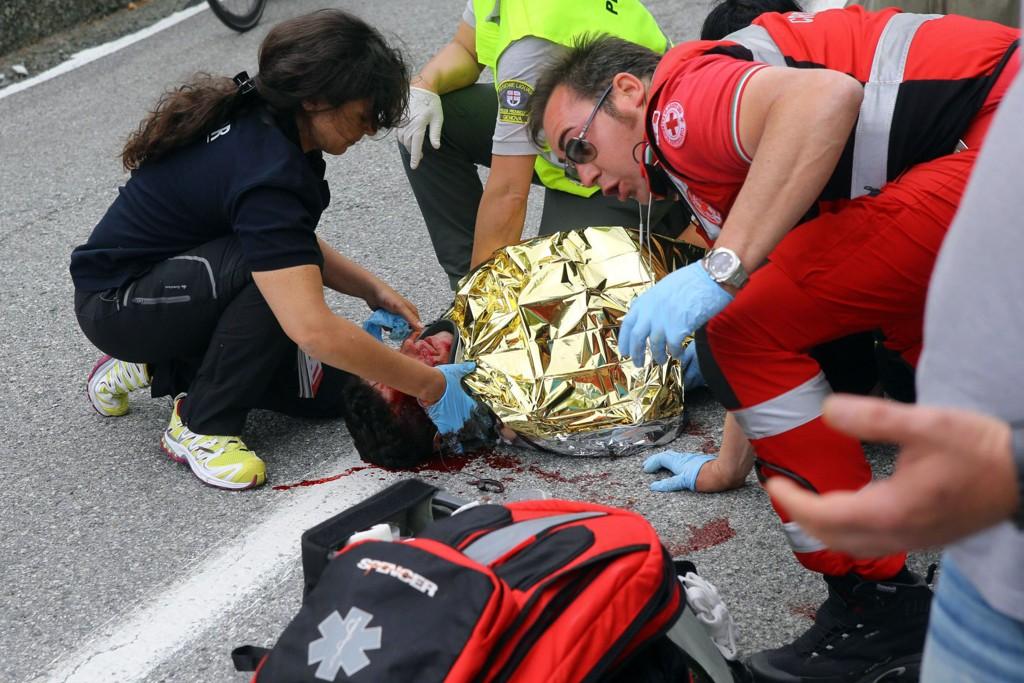 SKADE: Domenico Pozzovivo ble hardt skadd etter en velt i Giro d'Italia.