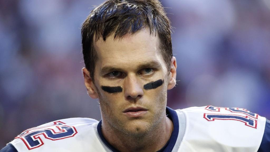 RASER: Tom Brady er ikke fornøyd med å bli straffet.