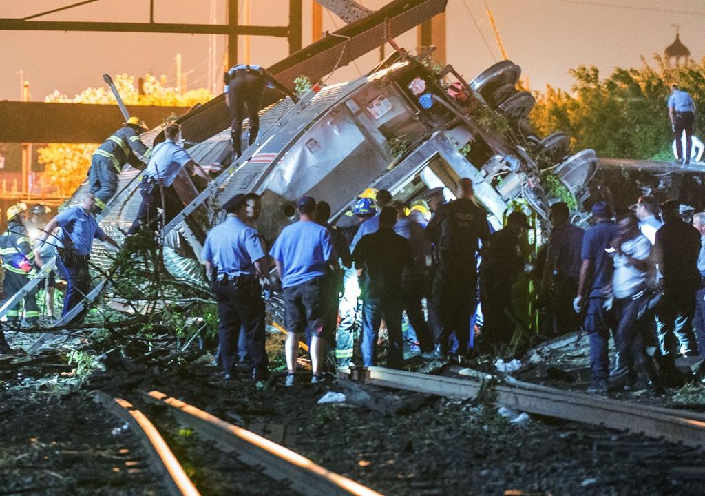 Mer enn 200 personer var ombord da toget sporet av.