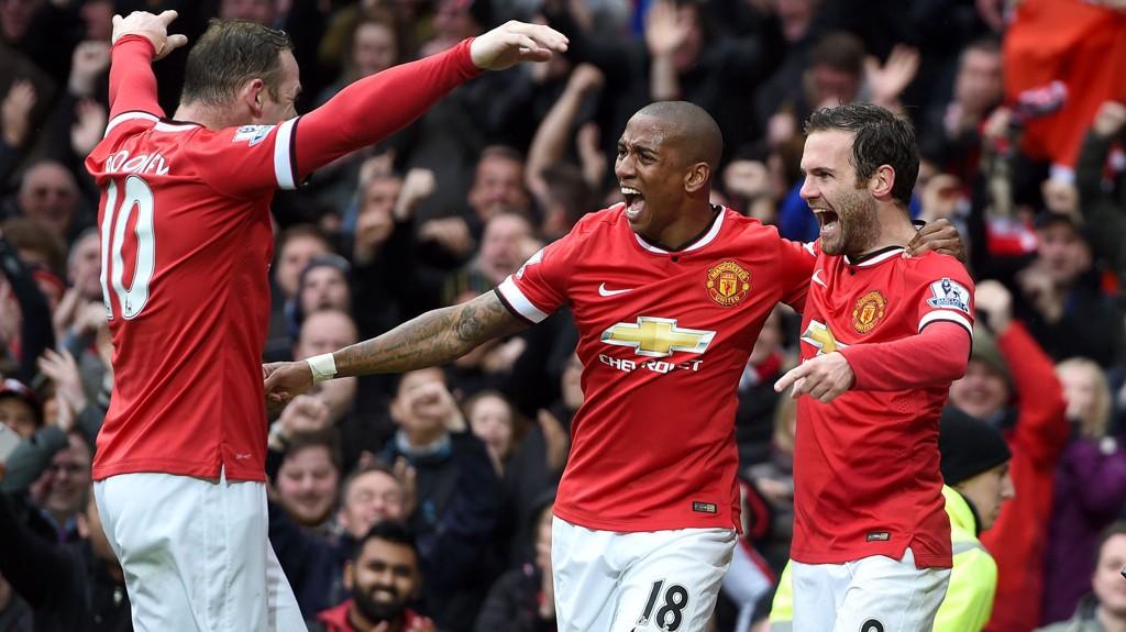 Manchester United (her representert ved Wayne Rooney, Ashley Young og Juan Mata) tar imot Arsenal hjemme på selveste 17. mai.