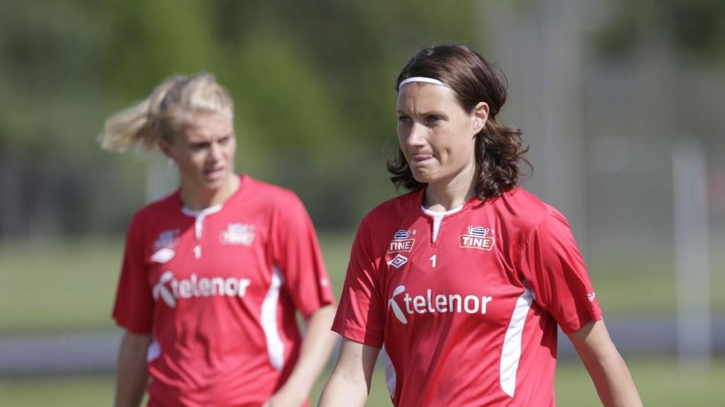 IKKE FRISK NOK: Ingvild Stensland fikk ikke plass i VM-troppen. Det gjorde derimot Solveig Gulbrandsen (i bakgrunnen).