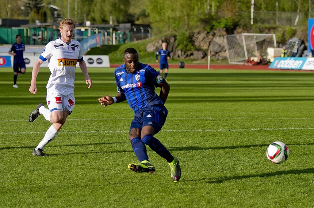 """Stabæks Adama """"Dio"""" Diomande scorer 4-0-målet til hjemmelaget under eliteseriekampen i fotball mellom Stabæk og Sandefjord på Nadderud stadion."""