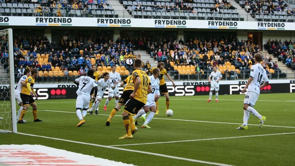 POENGDELING: Rolf Daniel Vikstøl sørget for at det ble 1-1 på Sør Arena mellom Start og Bodø/Glimt onsdag kveld.