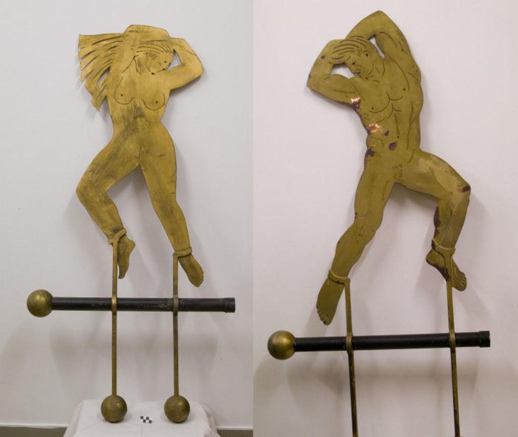 HÅPER PÅ TIPS: Vigelands-museet håper på tips fra publikum slik at disse figurene kommer til rette igjen. Det dreier seg om to kobberfigurer, cirka en meter høye.