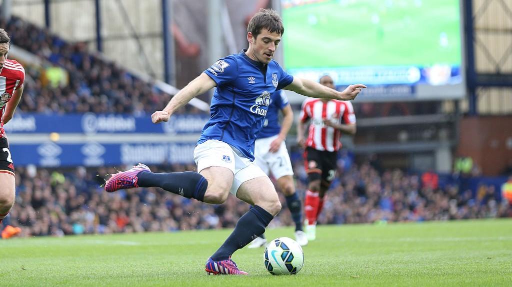 Everton-forsvareren Leighton Baines kommer ikke til å spille Englands EM-kvalifiseringskamp mot Slovenia i juni på grunn av en ankeloperasjon.