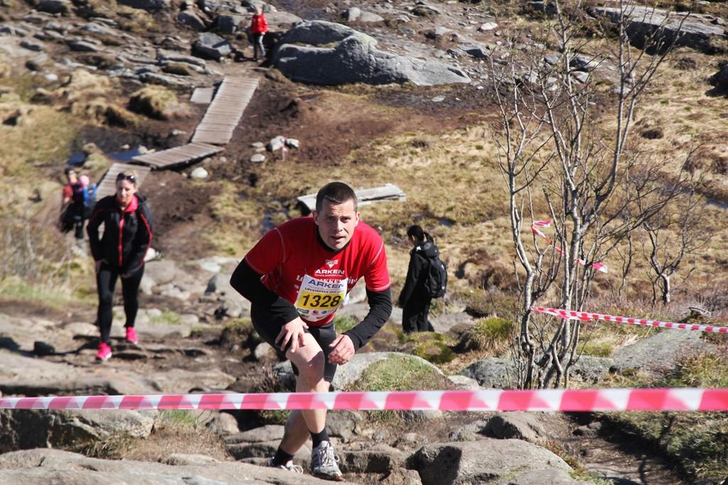 David Toska var blant de første på toppen i bakkeløpet Løvstakken Opp i Bergen torsdag.