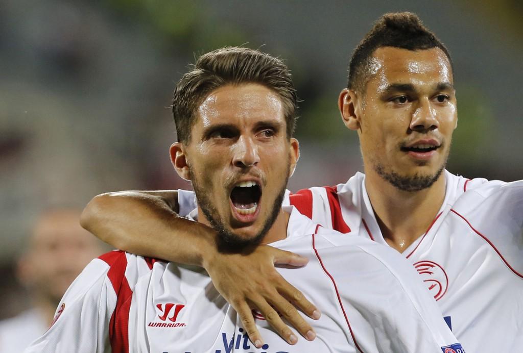 Daniel Carrico (t.v.) scoret Sevillas ene da de sikret finalebilletten mot Fiorentina.