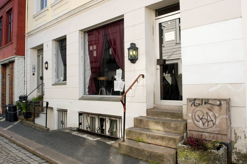 BLE STENGT: Tatoveringssjappen holdt til her i Lille Øvregaten.