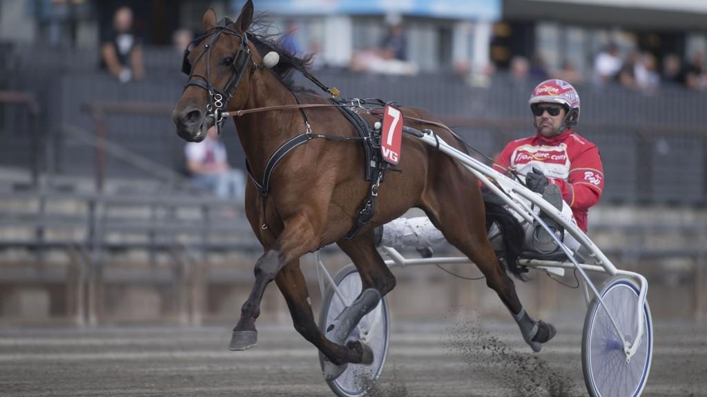 Jaccaroo og Bo Westergaard bankerspilles i alle spilleformer på Biri fredag.foto Roger Svalsrød hesteguiden.com