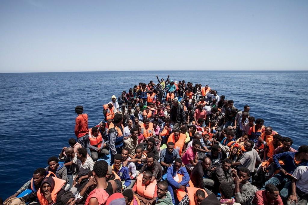 En libysk tjenestemann opplyser til BBC at IS-krigere gjemmer seg blant flyktningene som reiser over Middelhavet til Europa. Foto: Jason Florio / Reuters / NTB scanpix.