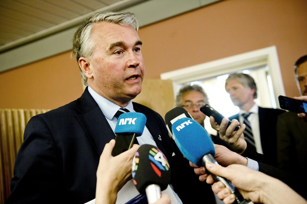 Høyres parlamentariske leder Trond Helleland sier målet er å komme fram til en enighet om Syria-flyktninger før Stortinget tar sommerferie.