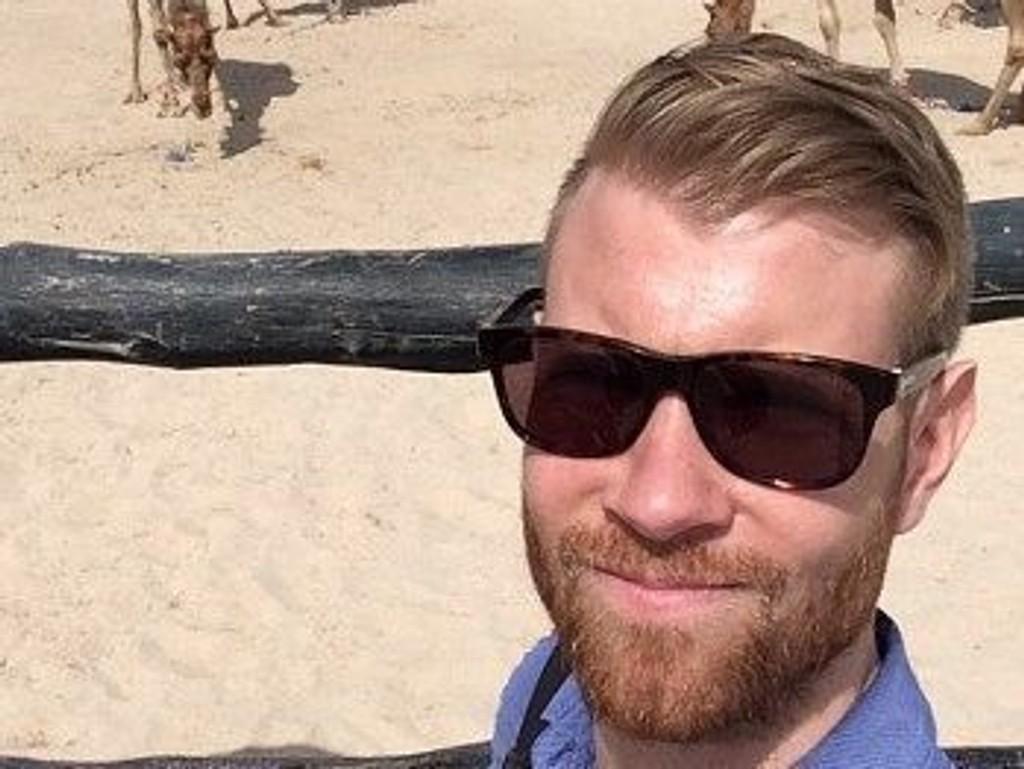 FIKK TRØBBEL I QATAR: Reporter Kim Peder Rismyhr i NRK.
