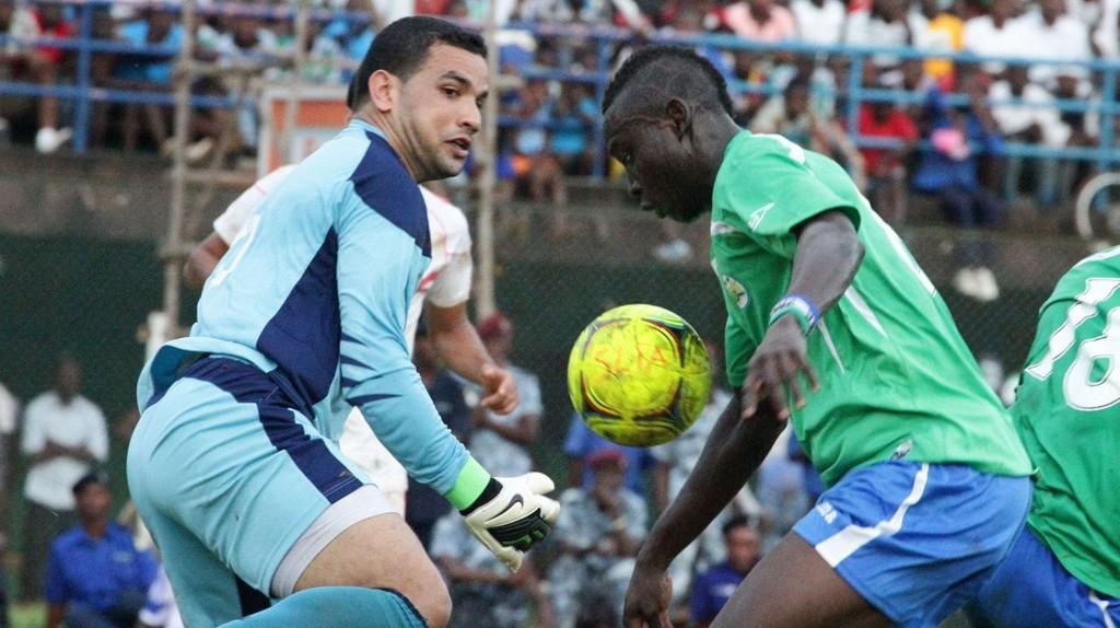 """Alhassan """"Crespo"""" Kamara, her i aksjon for Sierra Leones landslag, bøttet inn mål for Örebro forrige sesong, men spissen har ikke spilt noen av lagets kamper i år grunnet en skade."""