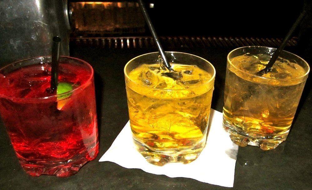 UNGDOMSDRIKK: Tenåringer mellom 15 og 17 som blander sprit og energidrikker står i større fare for å utvikle skadelige drikkevaner enn ungdommer som drikke alkohol på andre måter, viser ny forskning.