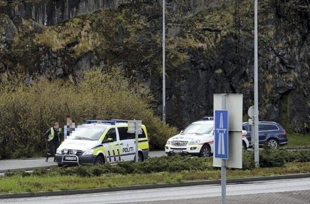 7. mai rykket politiet ut etter at en mann hadde truet en annen med kniv på et busstopp, midt på lyse dagen.