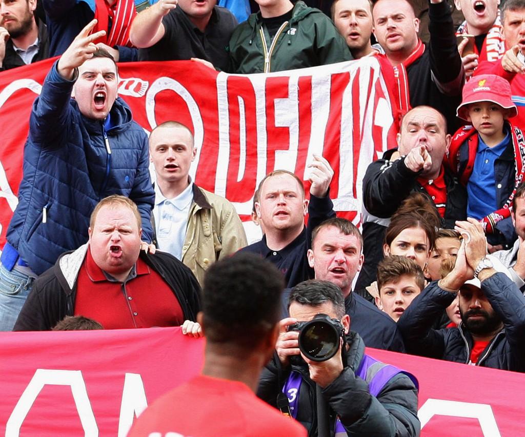 HETSET AV FANSEN: Under oppvarmingen før kampen fikk Raheem Sterling høre det var rasende Liverpool-fans.