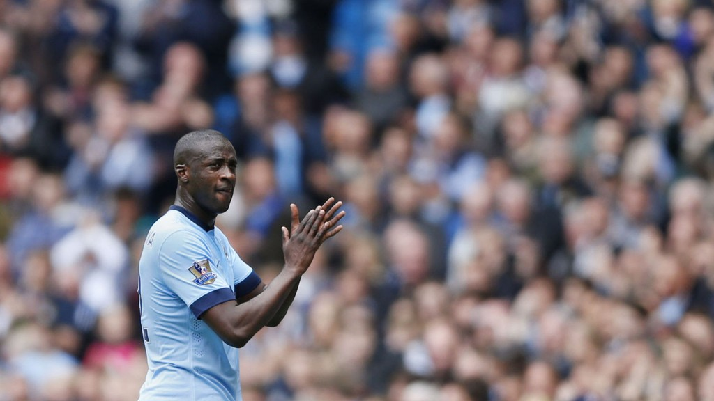 AVSKJED? Yaya Touré drar trolig til Inter etter denne sesongen. Her applauderer han fansen idet han blir byttet ut.