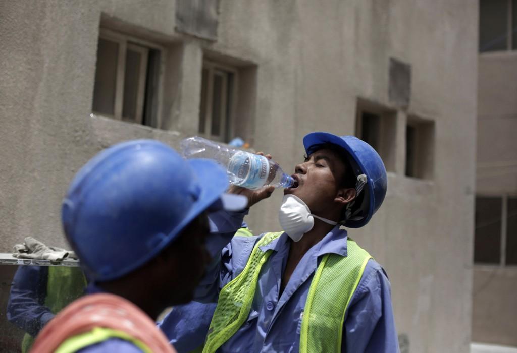 MÅ BLI: Nischal Tamang er én av omtrent 400.000 nepalske arbeidere som er i Qatar i forbindelse med bygging av stadioner til fotball-VM i 2022. Disse nektes å reise hjem til Nepal for å begrave ofrene etter jordskjelvet.