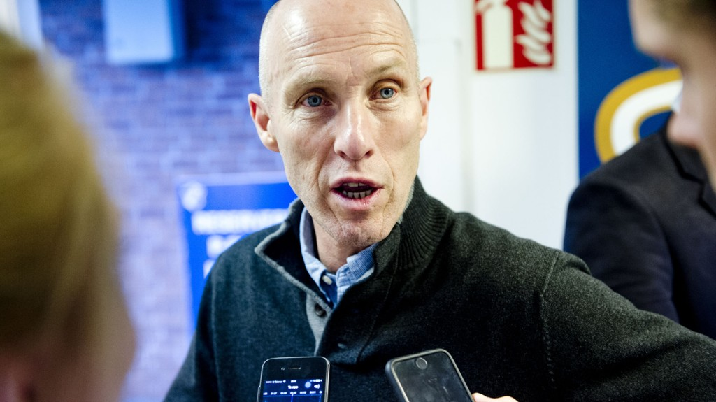 Stabæks trener Bob Bradley kan føre laget sitt helt til topps i Tippeligaen dersom laget slår Rosenborg hjemme på Nadderud mandag.Foto: Jon Olav Nesvold / NTB scanpix