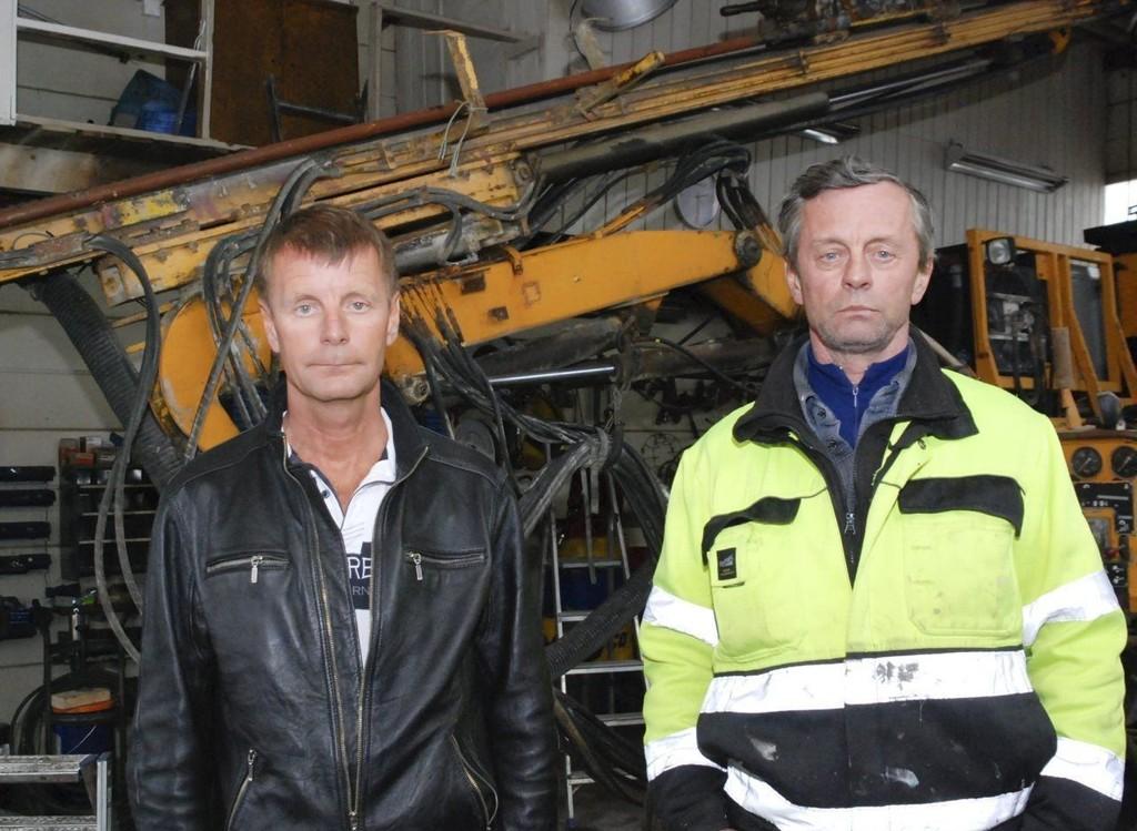 SNART SLUTT: Brødrene Tor Karlstad (t.v.) og Geir Karlstad har drevet Karlstad Maskin & Transport med siden 1992.Alle foto: Alf Helge Jensen
