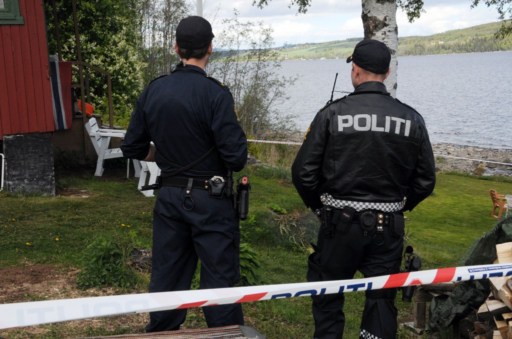 Den drapssiktede mannen i 50-årene hevdet han handlet i nødverge da han drepte sin bror ved denne hytta på Mjøsa natt til lørdag.