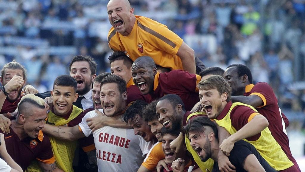 Roma vant byderbyet mot Lazio 2-1, og sikret seg 2.-plassen i den italienske eliteserien.