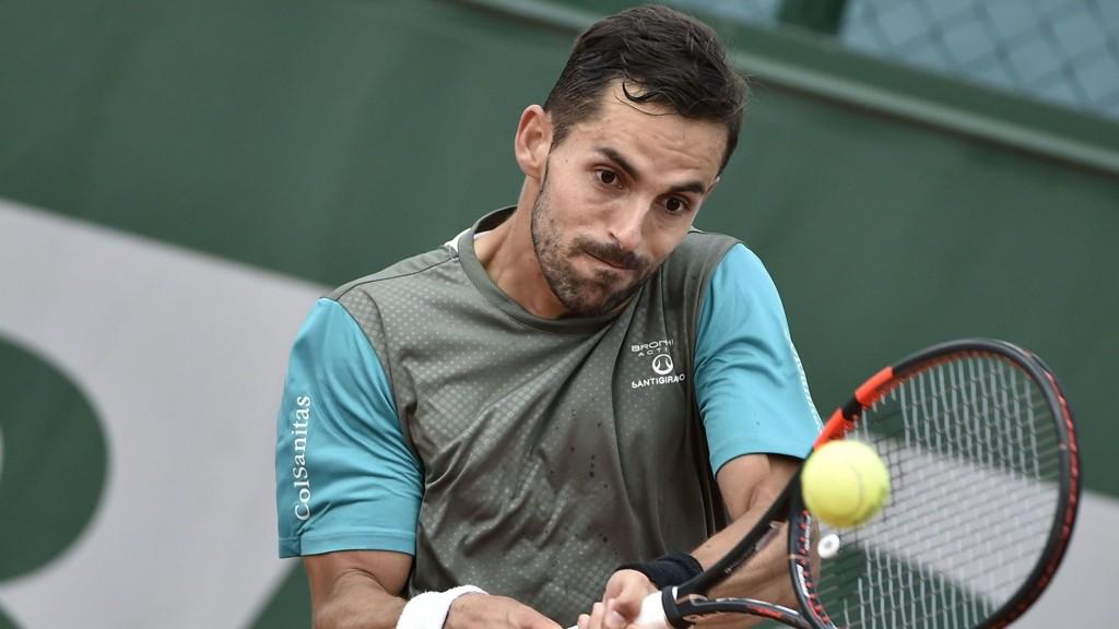 Colombianske Santiago Giraldo vant 3-0 i sett mot Donald Young i første runde av French Open.
