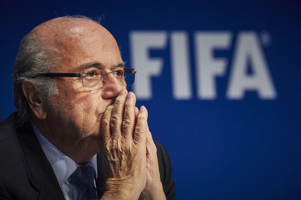 FIFA-president Sepp Blatter har innkalt til krisemøte med de seks fotballføderasjonene bare timer før FIFA-kongressen åpner.