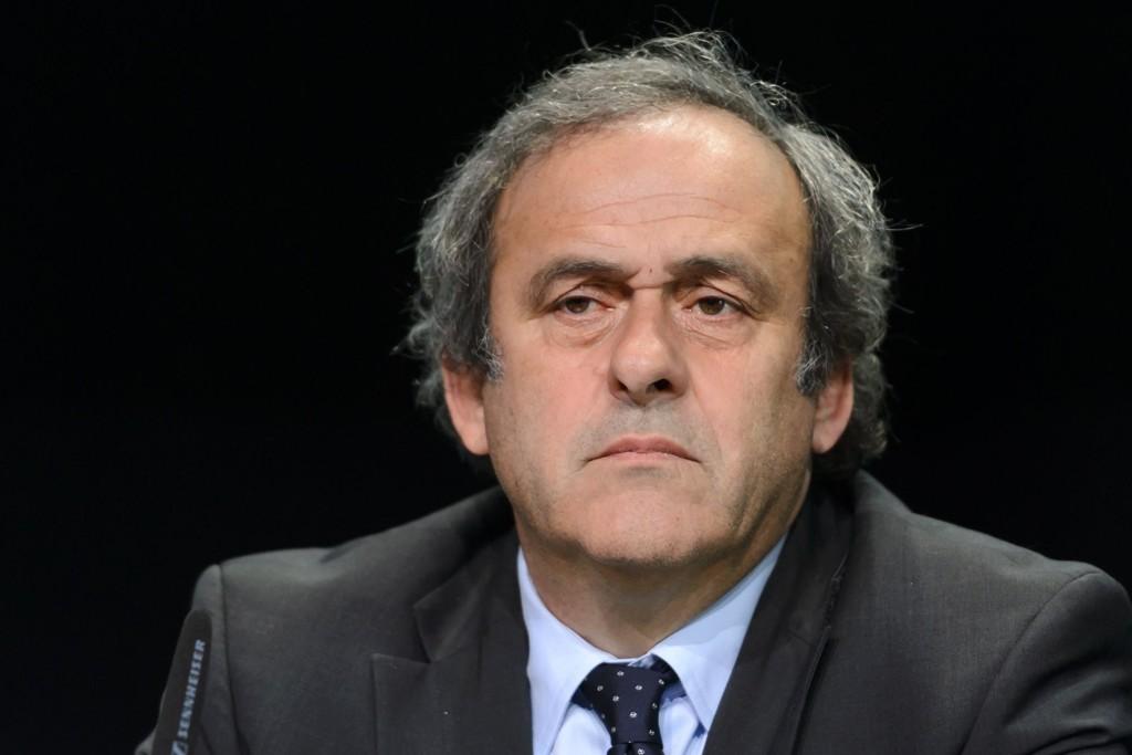Michel Platini ber Sepp Blatter trekke seg fra FIFA.