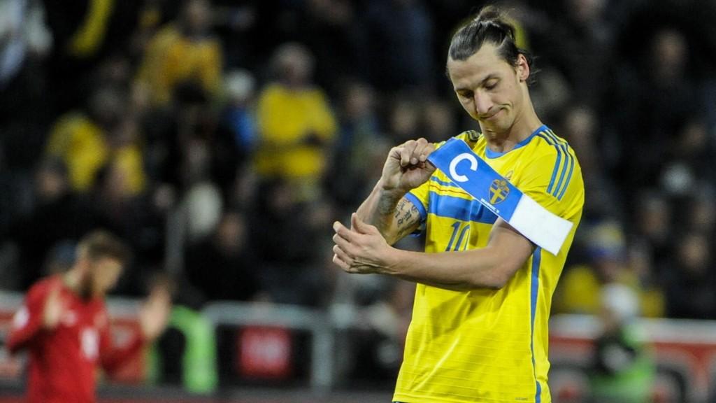 Scoringsmaskinen Zlatan Ibrahimovic sliter med en skade i leggen. Den har ført til at han har spilt lite i det siste, og Erik Hamrén, den svenske landslagssjefen, er bekymret.