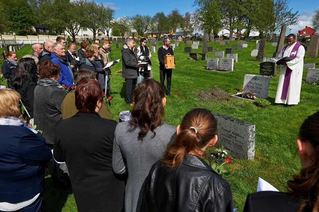 Tore var 17 år da han dro til sjøs. Foreldrene så ham aldri igjen. Men etter 65 år er de gjenforent - på kirkegården.