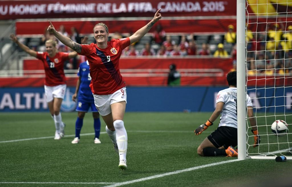 OVERLEGNE: Isabell Herlovsen og resten av det norske landslaget var, ikke overraskende, overlegne Thailand i VM-åpningen.