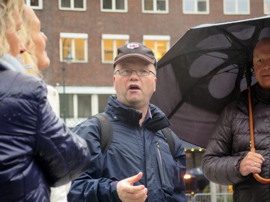 MÅ UTSETTE: Max Hermansen, talsmann for Pegida i Norge, har så langt stått i bresjen for ni Pegida-marsjer i Oslo. Bildet er fra arrangementet 11. mai.