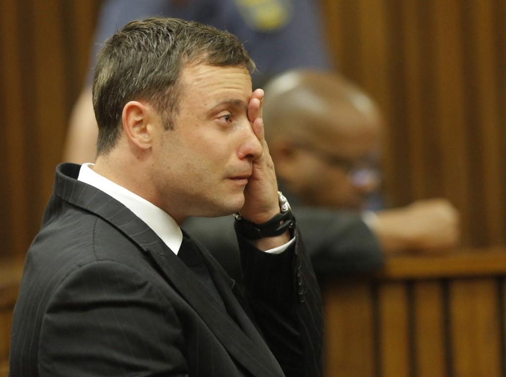 TØFF PÅKJENNING: Oscar Pistorius var tydelig preget under rettssaken i Pretoria.