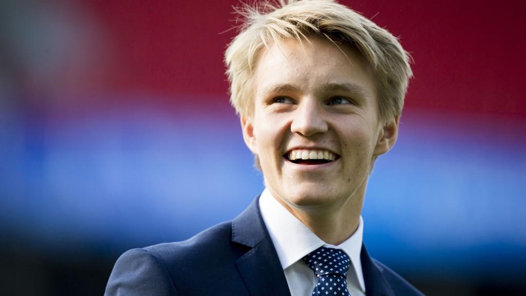 TATT STEG: Martin Ødegaard, her før privatlandskampen i fotball mellom Norge og Sverige på Ullevaal stadion mandag kveld, mener han er blitt bedre i Madrid.