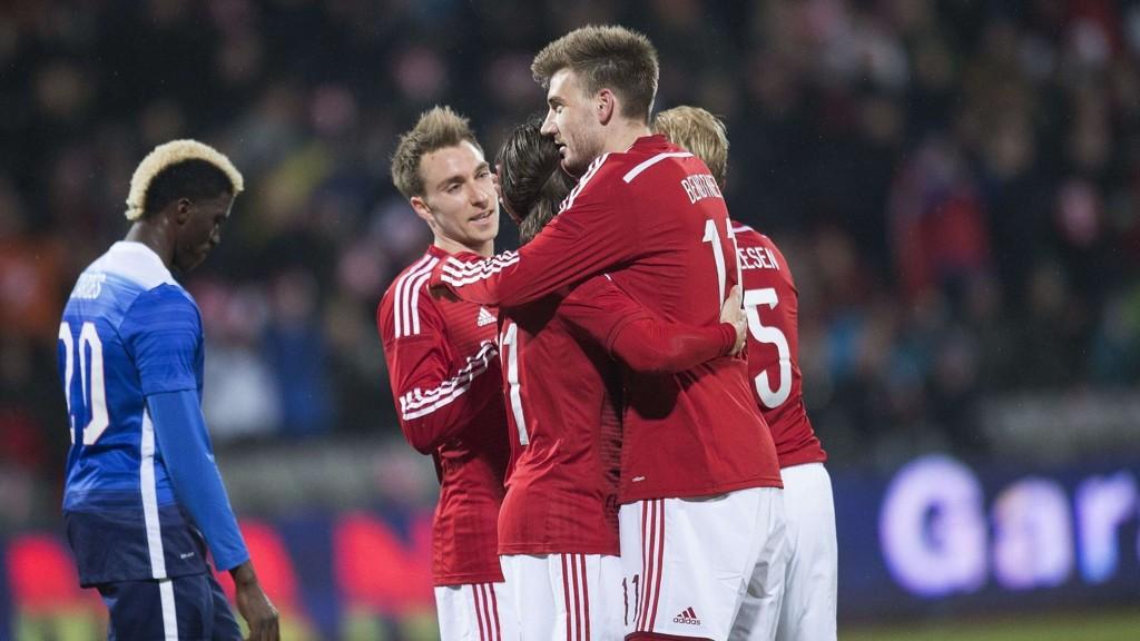 Det har vært litt usikkerhet rundt Nicklas Bendtner til kveldens kamp mot Serbia, men den danske spissen ble fredag meldt klar til dyst av landslagssjef Morten Olsen.