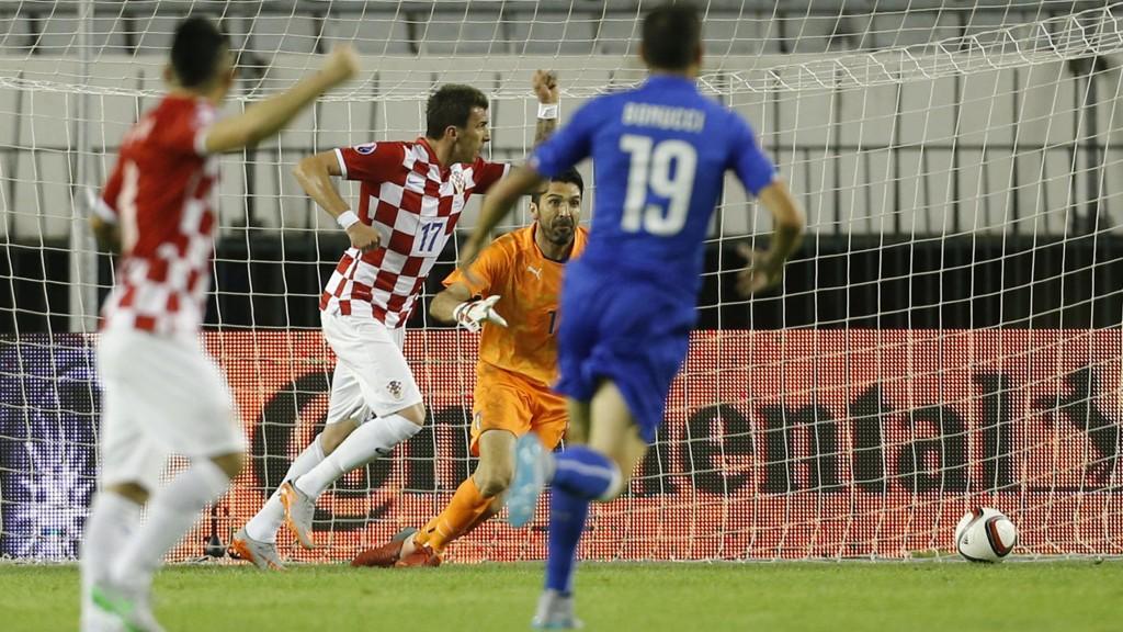Italia spilte uavgjort mot Kroatia fredag. Dermed bør det bli seier i kveldens privatkamp mot Portugal for at laget skal bli toppseedet i VM-kvalifiseringen.