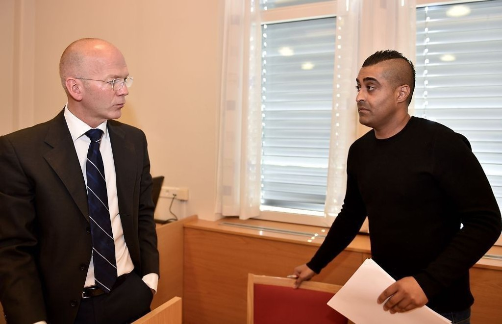 Dekkmillionæren, som egentlig heter Tasawer Sharif, ble pågrepet i Oslo tirsdag morgen. Senere på dagen ble hans bror også pågrepet. Det siktede brødreparet ble brakt til politihuset i Lillestrøm for avhør.