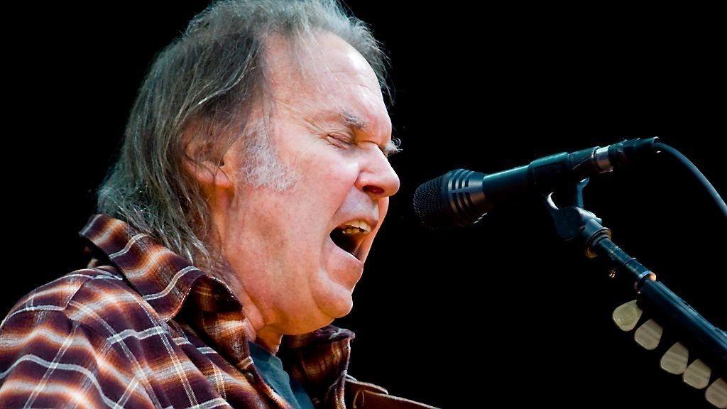 Neil Young tar kraftig avstand fra Donald Trumps valg av hans hitlåt fra 1989 i forbindelse med kunngjøring av Trumps presidentkaditatur. Her Young i aksjon på Norwegian Wood-scenen i 2009.