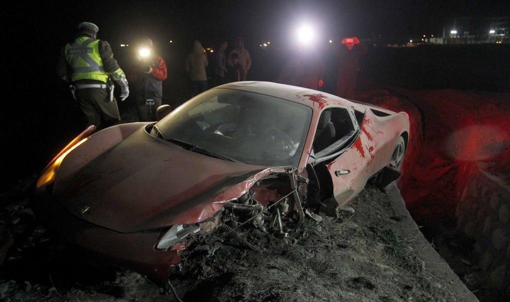 En chilensk TV-stasjon publiserte bilder av Juventus-stjernen stygt ramponerte Ferrari, og opplyste at Vidal skal ha krasjet rett sør for hovedstaden Santiago etter å ha fyllekjørt.