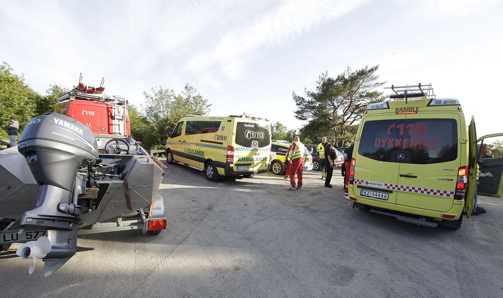 DRAMATISK: To personer er bekreftet døde i en drukningsulykke i Larvik tirsdag kveld. Alle nødetatene var på stedet, og livreddende hjelp ble forsøkt, til ingen nytte.