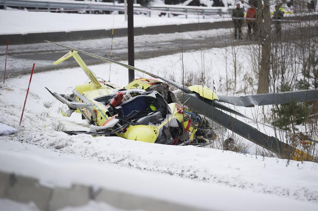 TRAGISK ULYKKE: To personer omkom etter at ambulansehelikopteret styrtet på Sollihøgda like ved Hønefoss i januar i fjor.